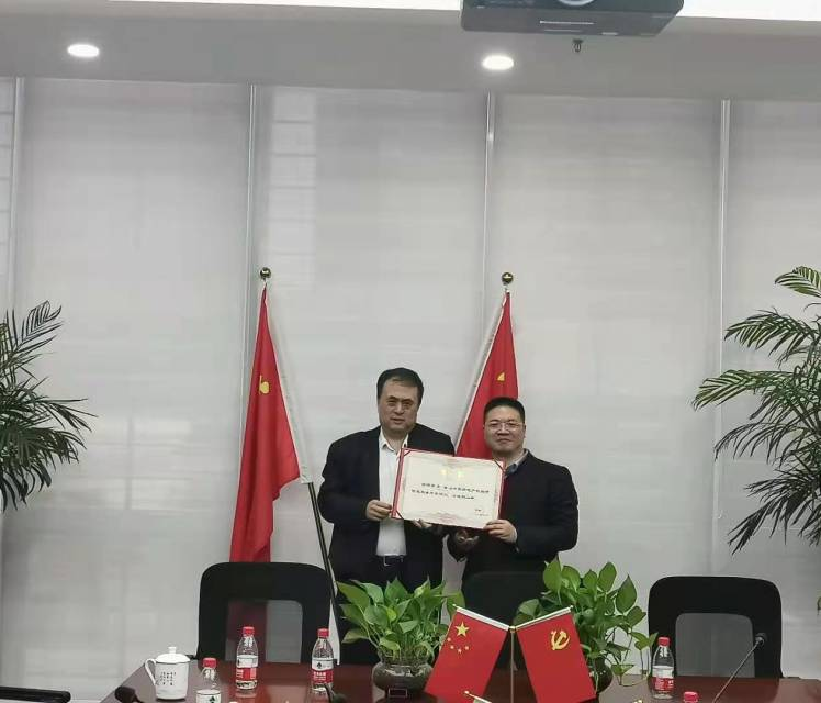 中房协投融平台向苏浩先生颁发顾问聘书